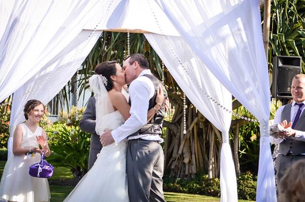 Zoe_Kimi_Beach-Wedding_009