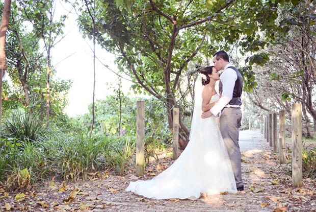 Zoe_Kimi_Beach-Wedding_021