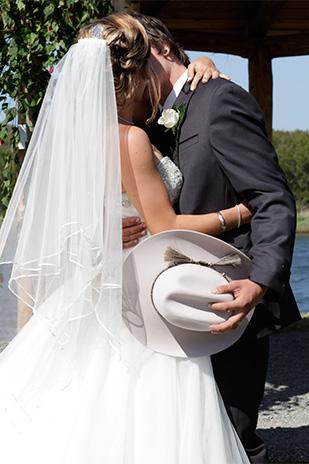 Emily_Luke_Country-Wedding_309_008