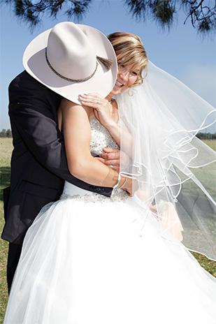 Emily_Luke_Country-Wedding_309_011